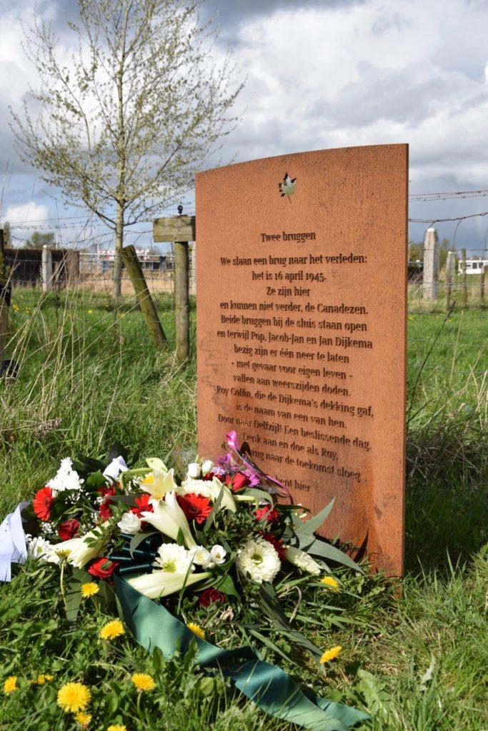 De plaquette na de herdenking op 16 april 2017